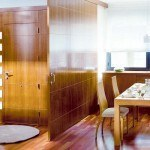 como-dividir-ambientes-de-forma-moderna-y-sofisticada-tabique-movil-madera