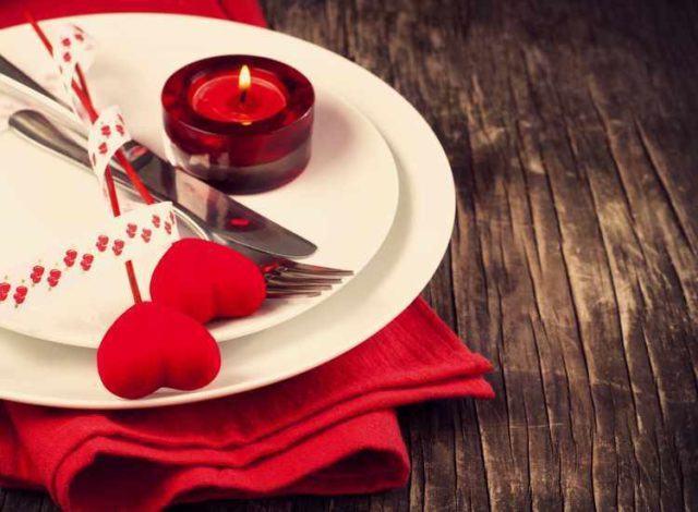 como-poner-la-mesa-en-san-valentin-como-elegir-los-colores