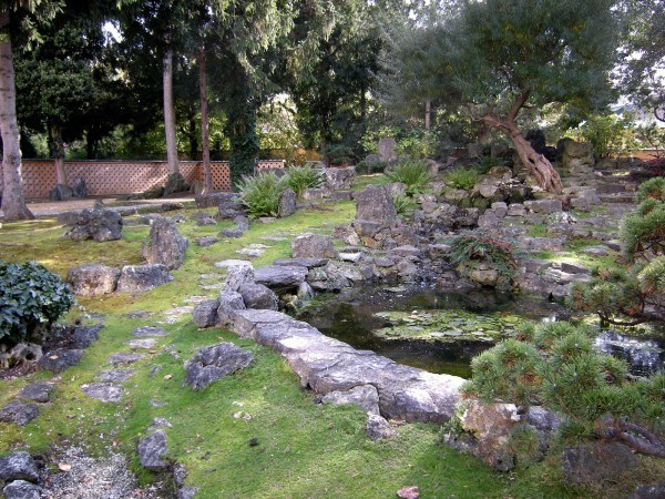 Garden-decoration-with-stones-2014-piedras-grandes-con-cesped