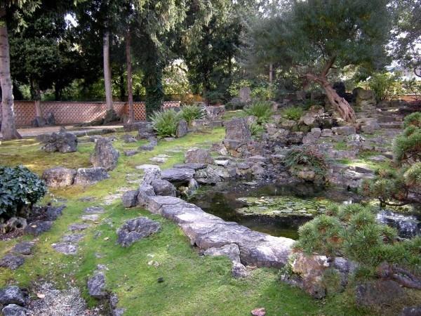decoración-de-jardines-con-piedras-2014-piedras-grandes-con-cesped
