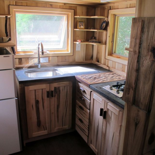 kitchen-integrated-small-wood