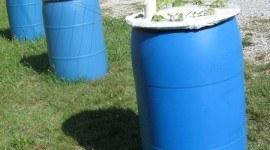 Vídeo | Cómo construir un jardín de macetas auto-riego en un barril