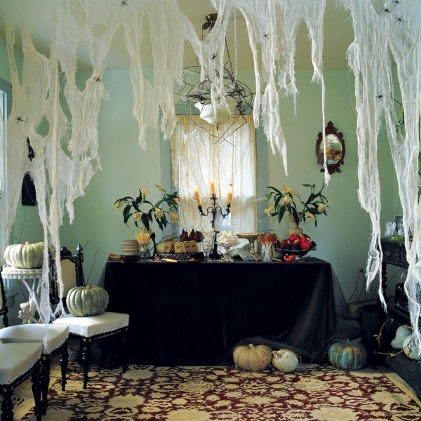 como-decorar-la-casa-para-halloween-TENDENCIAS-telarañas