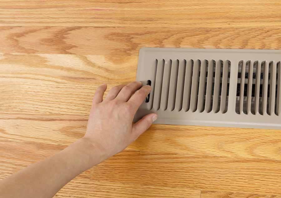 trucos-para-mantener-la-casa-caliente-en-invierno-evitar-corrientes-de-aire