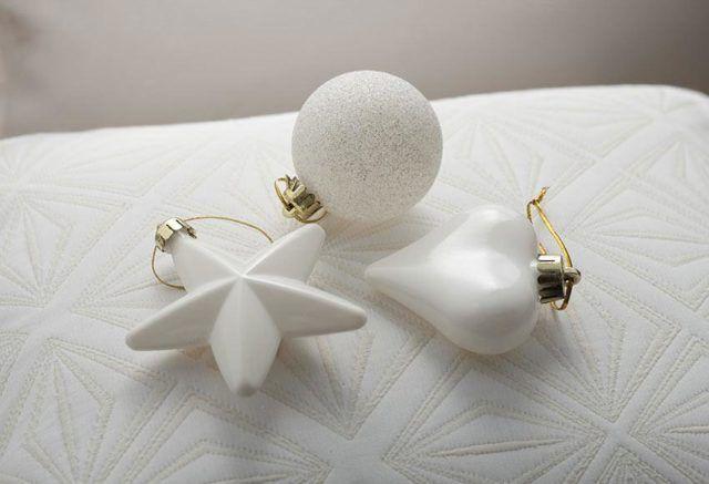decoracion-de-navidad-en-blanco-adornos-arbol-en-blanco