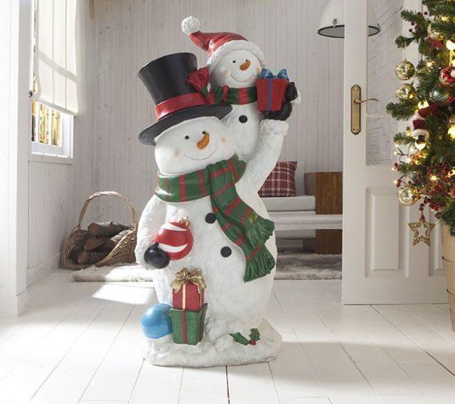 decoracion-de-navidad-en-blanco-figuras-muneco-de-nieve