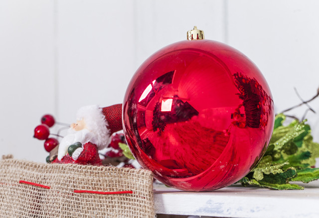 Decoration-trees-of-christmas-2015-red-ball