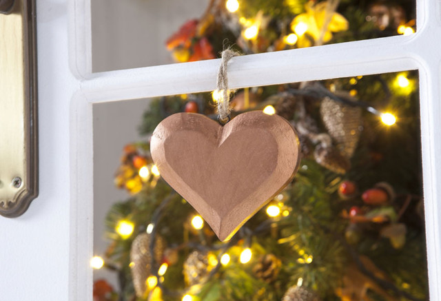 Decoration-trees-of-christmas-2015-pendant-heart-made-in-wood