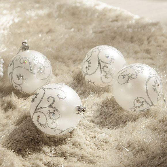 Decoration-trees-of-christmas-2015-star-balls-white-motifs-color-silver