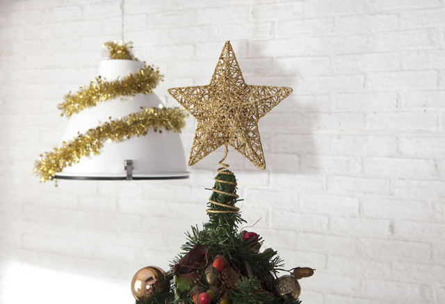 Decoration-trees-of-christmas-2015-star-green-ending-gold