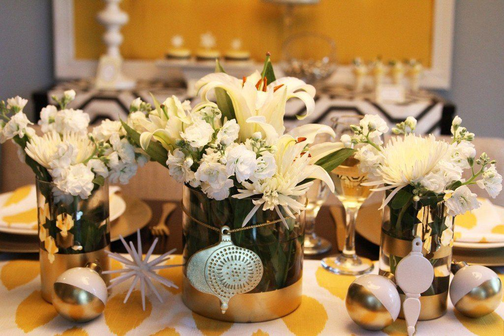 Flowers-and-table-for-christmas-2015-centro-con-flores-blancas-diversas