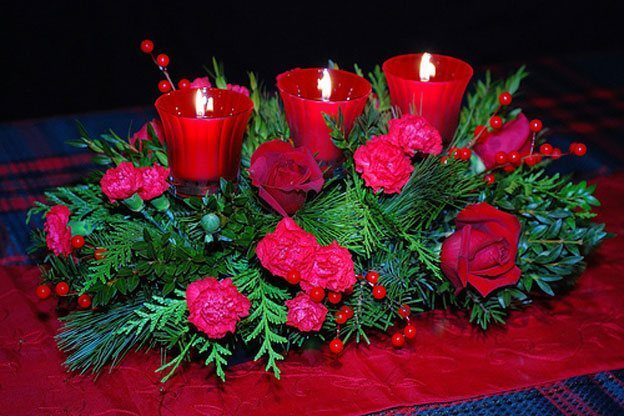 Flowers-and-table-for-christmas-2015-centro-con-flores-rojas-y-velas