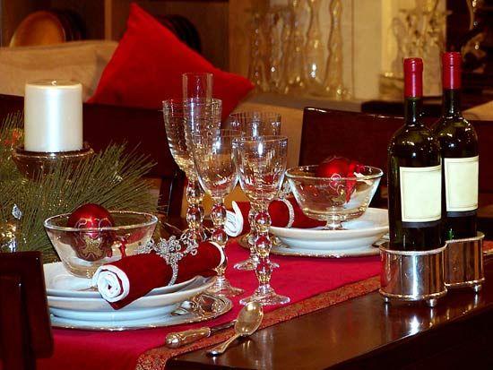 como-organizar-la-mesa-de-navidad-colocar-vasos-y-copas