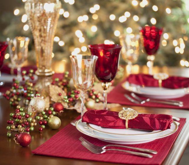 como-organizar-la-mesa-de-navidad-ideas-decoracion-colores