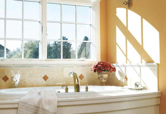 como-decorar-baño-aprovecha-luz-natural-ventana
