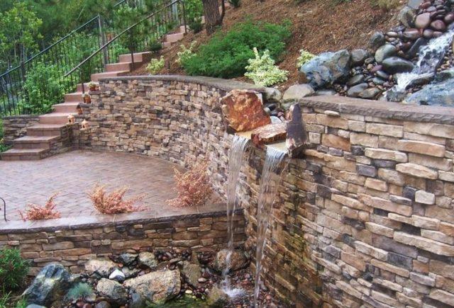 fuentes de jardn con bloque de piedras en muro