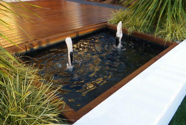 Fountains-garden-with-pond-modern