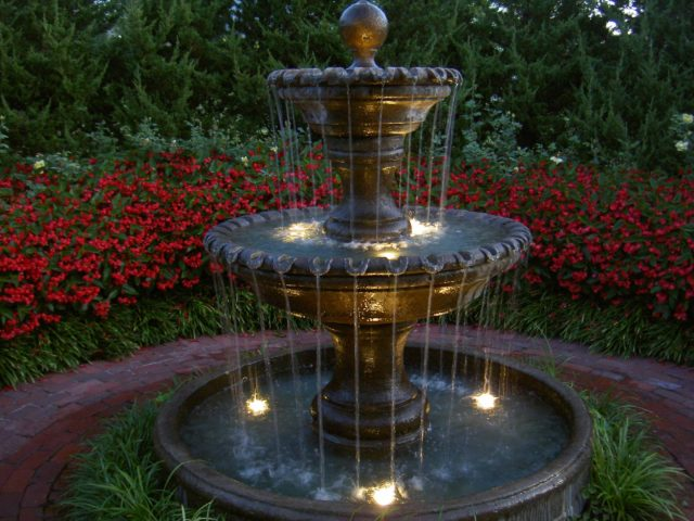 Fountains-garden-with-lights-design-classic