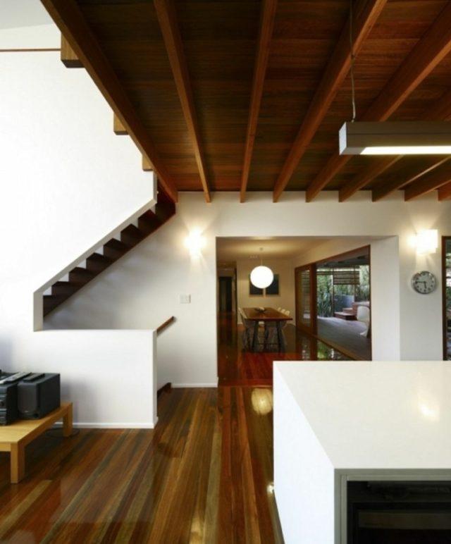 techos-de-madera-para-la-casa-rustico-pasillo