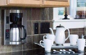 Cafetera para pared para ahorrar espacio en la cocina