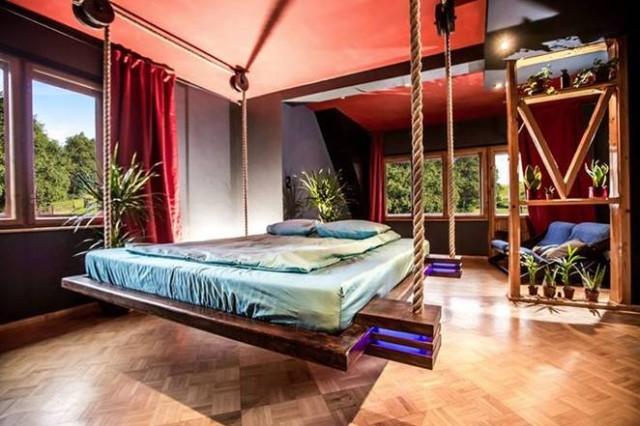 formas-increibles-de-ocultar-una-cama-en-una-casa-pequena-fotos-cama-colgante