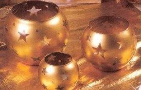 Portavelas dorados para la mesa navideña