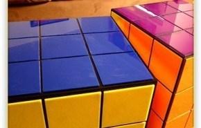 Mesa en forma de Cubo Rubik