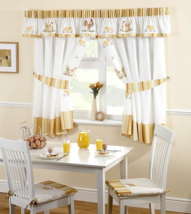 cortinas-para-la-cocina-estilo-clasico-estampado-gallinas