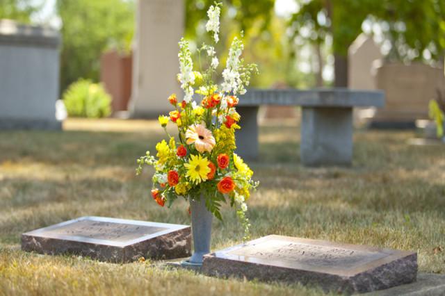 hacer-ramos-de-flores-para-cementerio