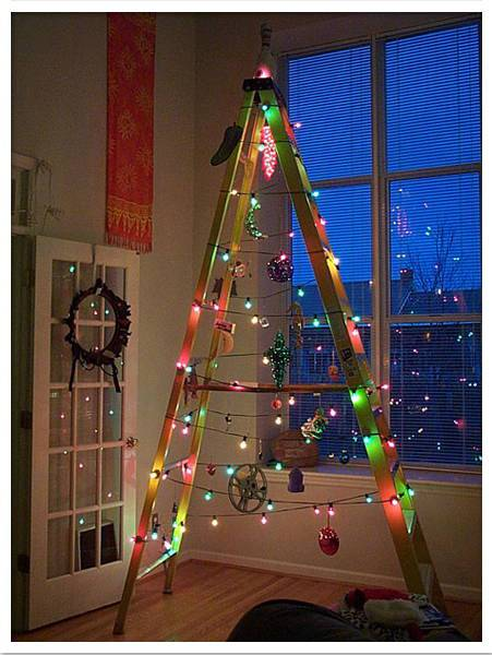 Tree-of-christmas-recycled-with-ladder