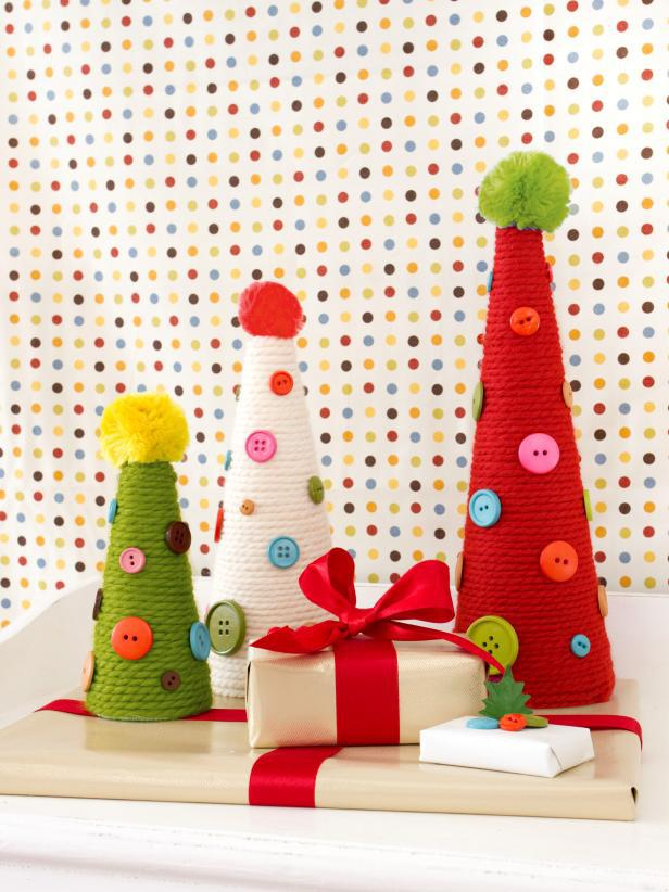 Tree-of-christmas-recycled-with-thread-and-buttons
