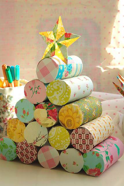 Tree-of-christmas-recycled-with-roll-paper-hygienic