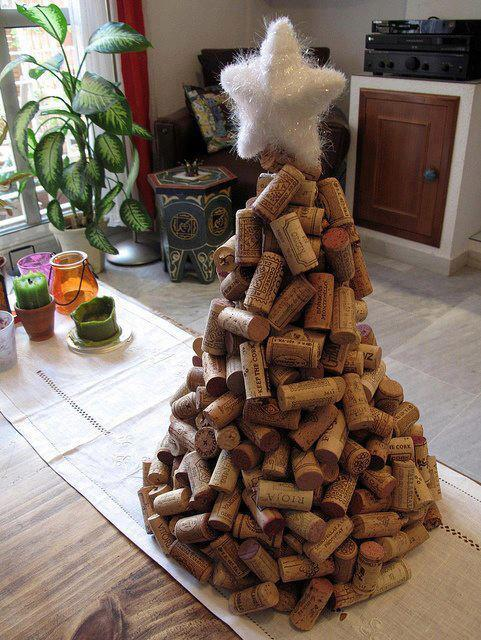 Tree-of-christmas-recycled-made-with-cork-of-bottle