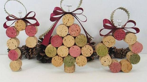 Tree-of-christmas-recycled-made-with-corks-of-bottle