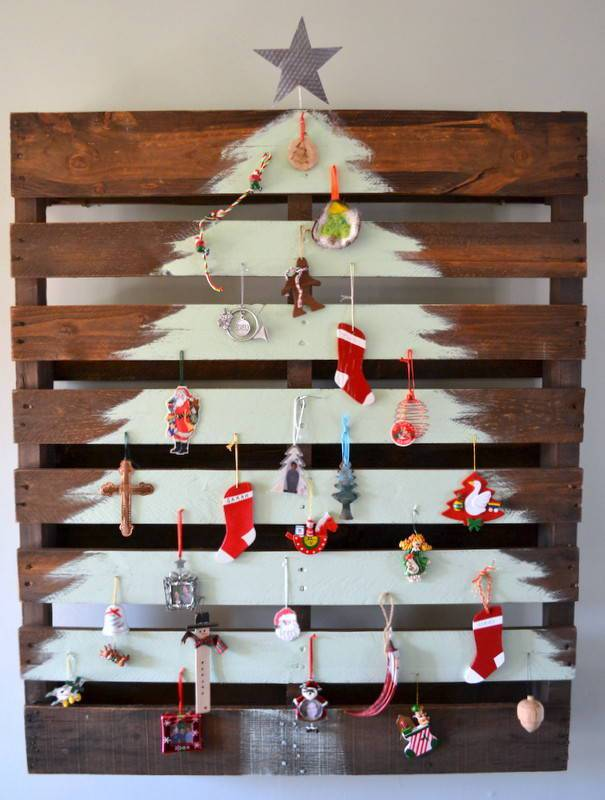 Tree-of-christmas-recycled-made-with-palet