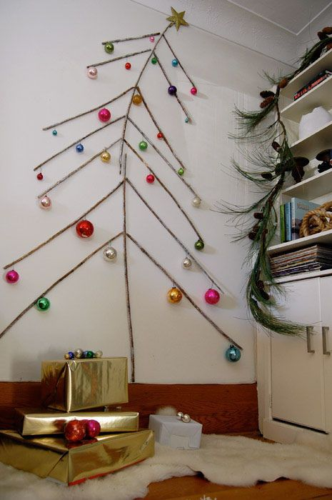 Tree-of-christmas-recycled-made-with-branches-of-wood