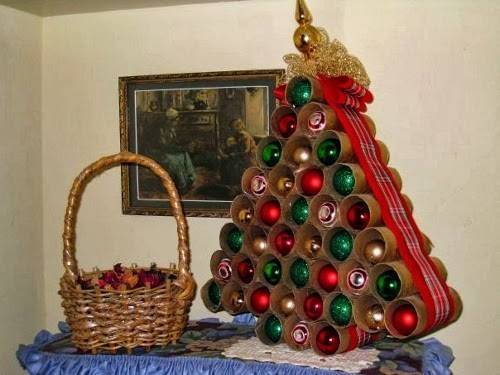 Tree-of-christmas-recycled-made-with-roll-paper-hygienic
