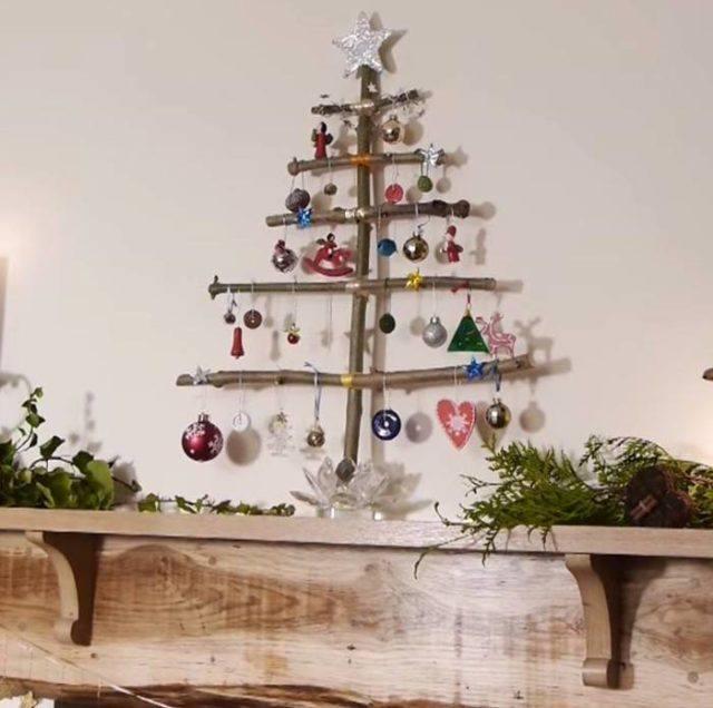 arbol-de-navidad-reciclado-hecho-con-trozos-de-madera