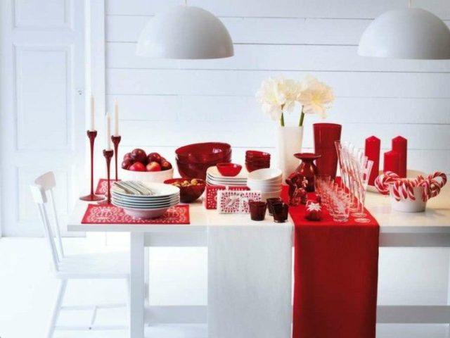 Christmas-table-white-and-red-centers