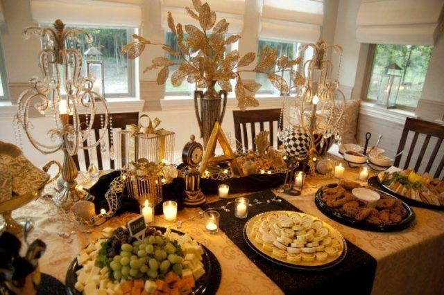Table-Christmas-center-gold-colored