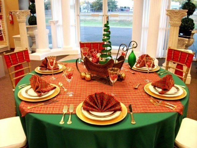 Table-Christmas-center-with-fans