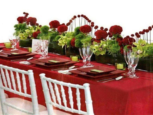 Table-christmas-center-with-flowers