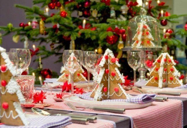 Christmas-table-center-cookies-christmas-trees