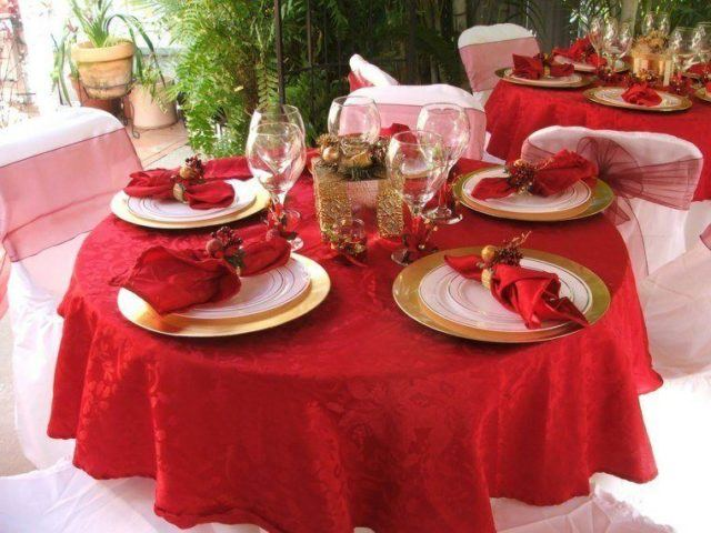 Table-Christmas-tablecloths-red-tablecloth