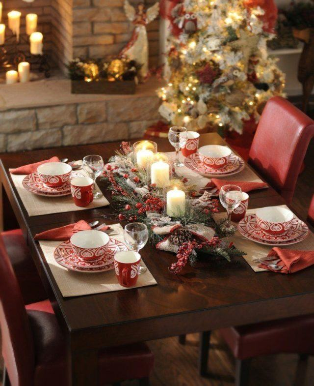 Table-Christmas-red-and-white-centers