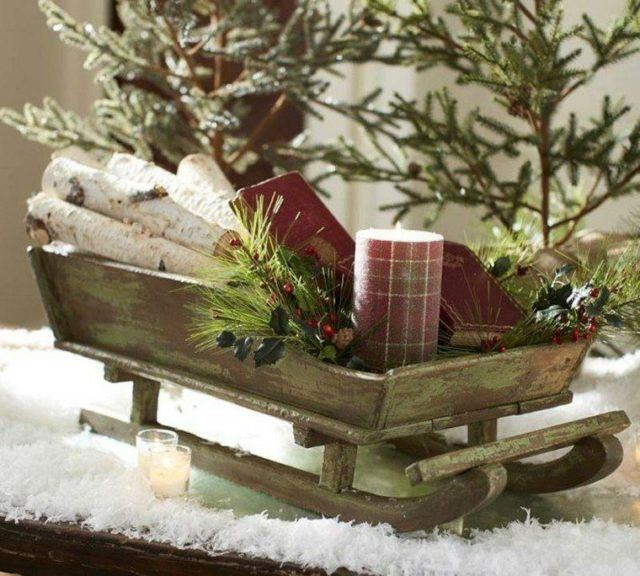 Christmas-table-centers-sledge-toy
