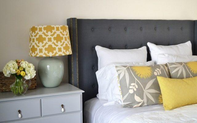 cabeceros-de-cama-originales-en-gris-con-pared-neutra