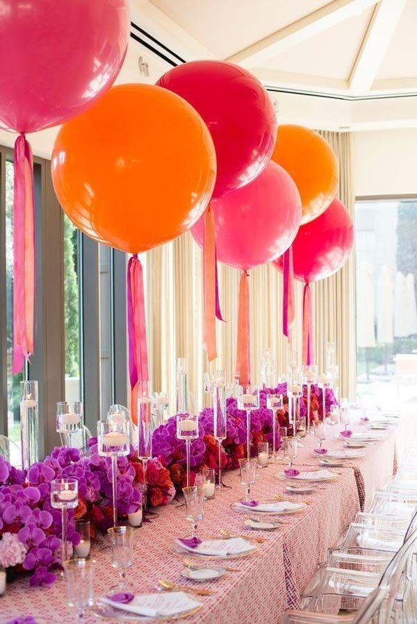 Center-of-table-with-balloons-of-colors