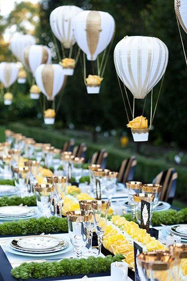 Center-table-with-balloons-fly