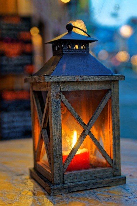 Centros de mesa para bautizos con velas y farolillos